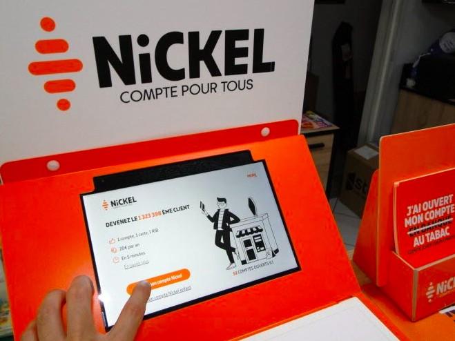 Ouverture d'un compte Nickel via une borne installée chez un buraliste.
