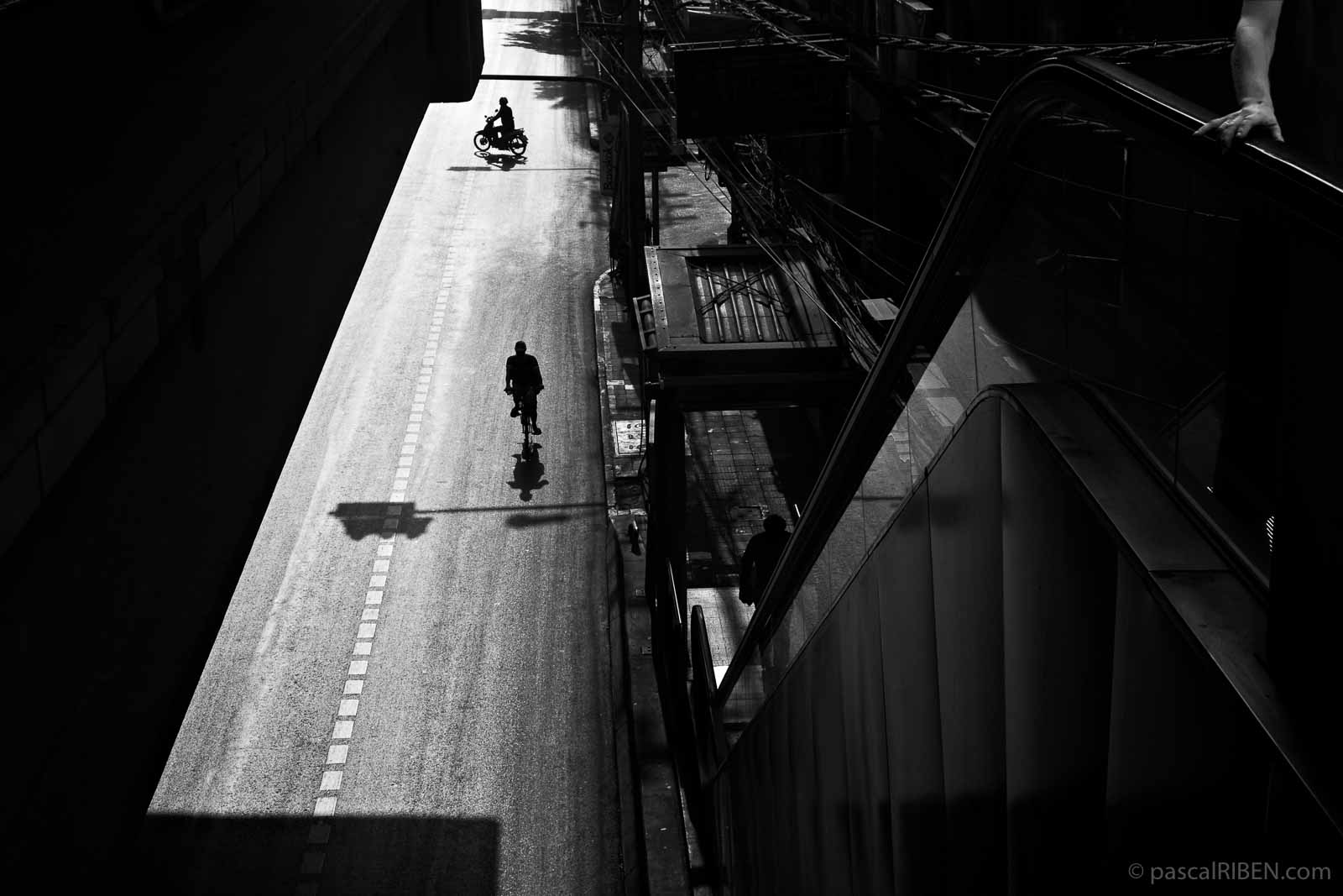 Sukhumvit Road, Bangkok, Thailand - BTS, Nana Station - Canon EOS 400D, Canon 35mm f/2