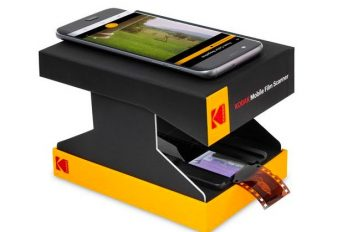 Probably the less expensive scanner on earth, the KODAK Mobile Film Scanner let you digitize your old negatives in seconds.