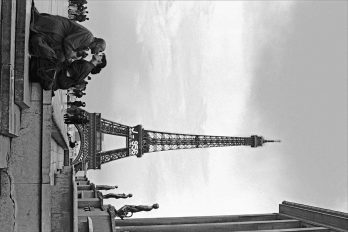 Lovers in Front of the Eiffel Tower, Paris, France, 1997 - Yashica FX, T-Max 400, 50mm Contax Zeiss f/1,4